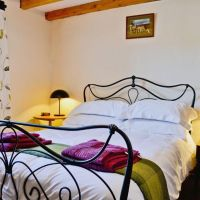 Hire Fir Tree Lodge To Get a lovely bed and breakfast in Swindon.